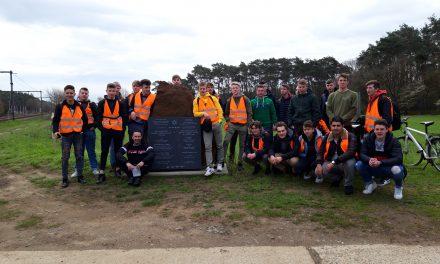 Damiaaninstituut brengt bezoek aan monument Jodentransporten